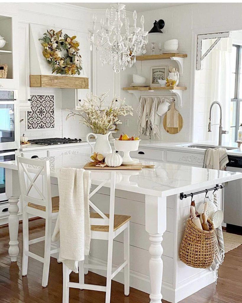Cozinha cheia de charme, rementendo ao campo, em um estilo rústico chique.