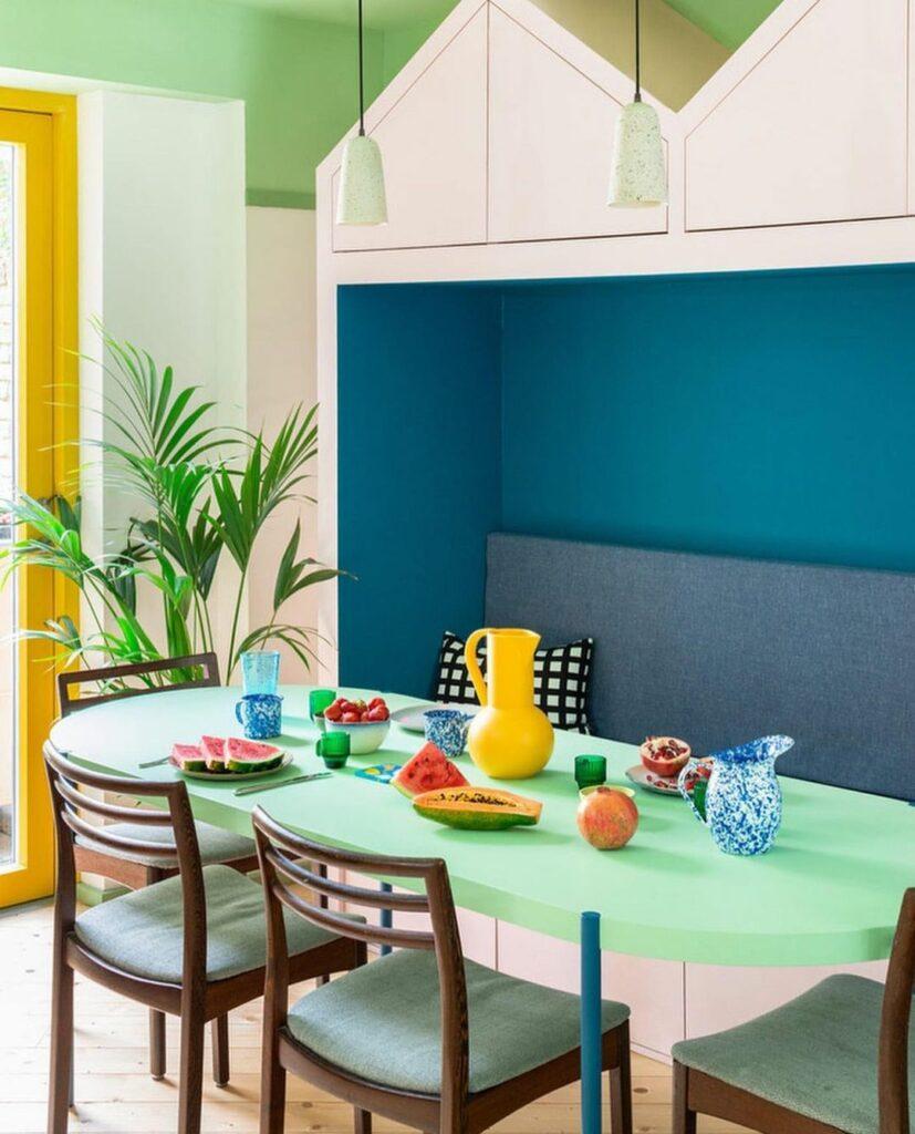 Espaço de refeição colorido